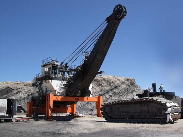 MEGALIFTER® has the capacity to easily lift the world's largest and heaviest mine shovels.