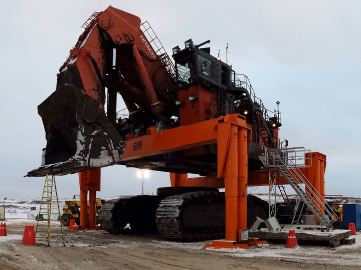 Hitachi EX8000 undecked with front attachments on.