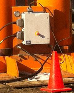 Botones de interrupción de emergencia en la base de cada pata.