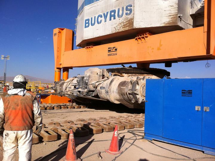 Extracción del tractor sobre una pala Bucyrus